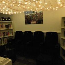 Wohnzimmer (Lese-/Chill- und Kino-Ecke)